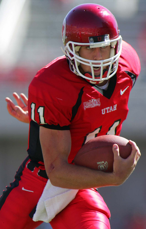 Utah QB Alex Smith runs for a touchdown, putting Utah in the lead 21-14. Utah vs. Air Force college football. Photo by Trent Nelson; 9.25.2004