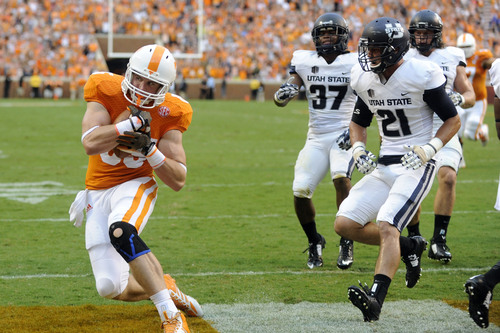 Tennessee tight end Brendan Downs (85) scores a touchdown in the first quarter of the game against Utah State during their NCAA college football game at Neyland Stadium, Sunday, Aug. 31, 2014 in Knoxville, Tenn.    (AP Photo/Knoxville News Sentinel, Saul Young)