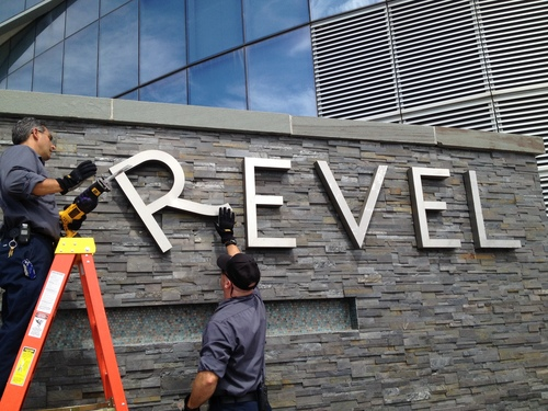 Revel employees Joe Lucchetti, of Turnersville, N.J., left, and Robert Fitting, of Berlin, N.J. remove letters from a sign at Revel hotel-casino, Monday, Sept. 1, 2014, in Atlantic City, N.J. The hotel closed Monday and the casino will close on Tuesday. (AP Photo/The Press of Atlantic City, Michael Ein)