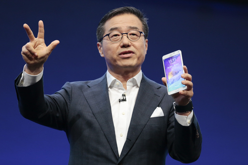 DJ Lee Executive Vice President of Samsung presents a Samsung Galaxy Note 4 during his keynote at an unpacked event of Samsung ahead oh the consumer electronic fair IFA in Berlin, Wednesday, Sept. 3, 2014. (AP Photo/Markus Schreiber)