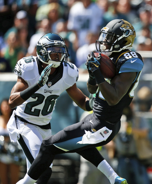 Jacksonville Jaguars' Allen Hurns, right, catches a touchdown pass against Philadelphia Eagles' Cary Williams during the first half of an NFL football game, Sunday, Sept. 7, 2014, in Philadelphia. (AP Photo/Matt Rourke)