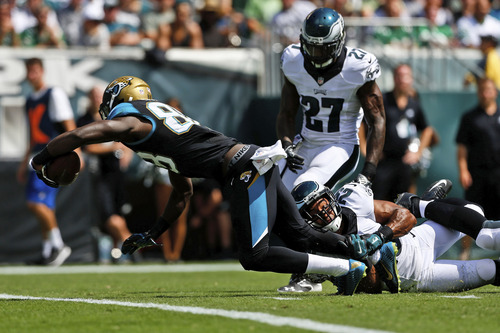 Jacksonville Jaguars' Allen Hurns (88) dives for a touchdown against Philadelphia Eagles' Nate Allen (29) and Malcolm Jenkins (27) during the first half of an NFL football game, Sunday, Sept. 7, 2014, in Philadelphia. (AP Photo/Michael Perez)
