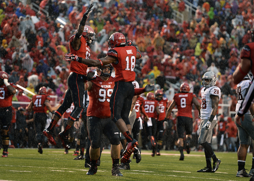 Scott Sommerdorf   |  The Salt Lake Tribune A stunned Darius Lemora of Washiongton State looks as Utah celebrates Eric Rowe's INT return for a TD to give Utah a very quick 7-0 lead. Utah took a 21-0 lead over Washington State in the first quarter, Saturday, September 27, 2014.