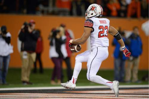 University of Utah running back Devontae Booker scores a touchdown in double overtime to beat Oregon State University during an NCAA college football game in Corvallis, Ore., Thursday, Oct.. 16, 2014. The University of Utah beat Oregon State 23-16. (AP Photo/Troy Wayrynen)