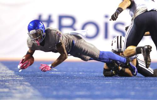 Boise State wide receiver Chaz Anderson stretches for more yards on a reception against BYU during an NCAA college football game in Boise, Idaho, Friday, Oct. 24, 2014. (AP Photo/The Idaho Statesman, Kyle Green) MANDATORY CREDIT; LOCAL TELEVISION OUT (KTVB 7)