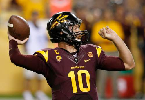Arizona State's Taylor Kelly (10) gets ready to throw a pass against Utah in the first half of an NCAA college football game on Saturday, Nov. 1, 2014, in Tempe, Ariz. (Photo/Ross D. Franklin)