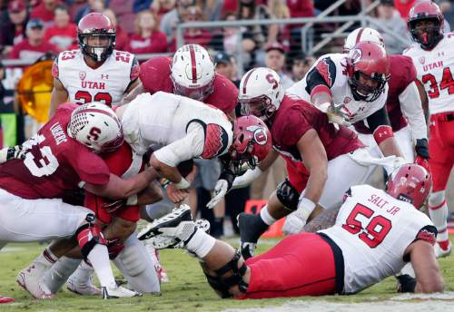 Utah quarterback Travis Wilson, center, runs in for a touchdown against Stanford during the first half of an NCAA college football game on Saturday, Nov. 15, 2014, in Stanford, Calif. (AP Photo/Marcio Jose Sanchez)
