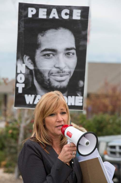 Rick Egan     The Salt Lake Tribune  Darrien Hunt's aunt, Cindy Moss, makes a speech to supporters, during a rally in  Saratoga Springs , for justice for Darrien Hunt, Friday, November 14, 2014