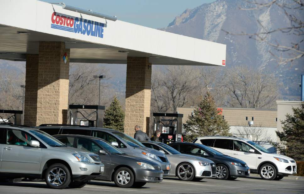 Francisco Kjolseth  |  The Salt Lake Tribune  Drivers line up at Costco in Murray to fill up their tanks with some of the cheapest gas prices around on Friday, Jan. 23, 2015.