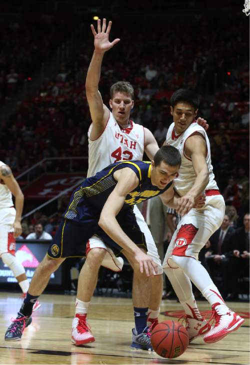 California forward David Kravish, front, tries to hang onto the ball as Utah forward Jakob Poeltl (42) and Utah forward Chris Reyes, right, try for a turnover in the first half during an NCAA college basketball game on Sunday, Feb. 15, 2015, in Salt Lake City. (AP Photo/Kim Raff)