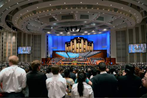 Al Hartmann  |  The Salt Lake Tribune  Thousands of LDS faithful gather for the second day of the 185th LDS General Conference on Easter Sunday 2015 to sing along with the Mormon Tabernacle Choir.