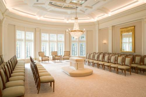 A sealing room in the Payson Utah Temple.© 2015 by Intellectual Reserve, Inc. All rights reserved.
