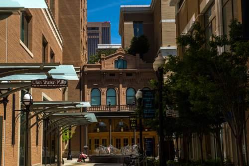 Chris Detrick  |  The Salt Lake Tribune City Creek Center Wednesday April 29, 2015.