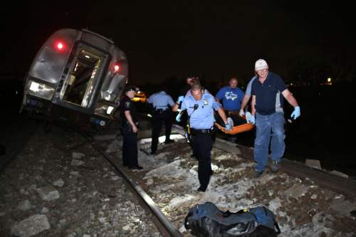 Amtrak train derails, killing 5 people