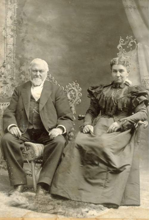 Courtesy of Anthonyís Antiques and Fine Art Wilford Woodruff and Emma Smith Woodruff in 1897.