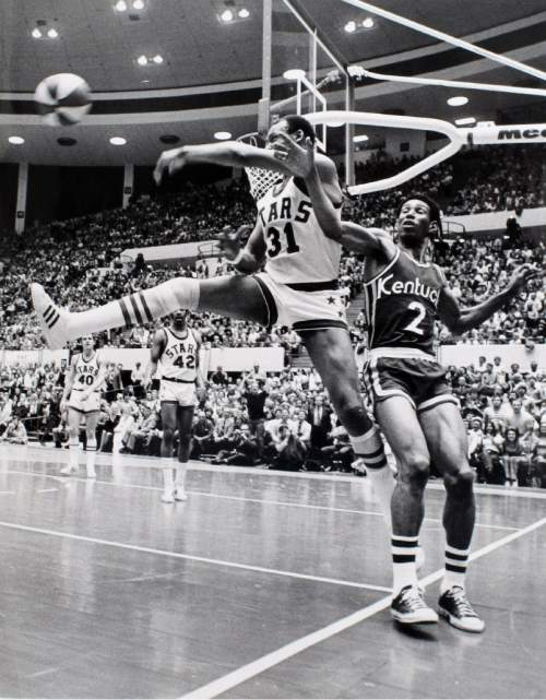 Tribune file photo  Utah Stars center Zelmo Beaty (31) saves the ball from going out of bounds while being defended by Kentucky Colonels forward Walt Simon (2) during their 1971 ABA basketball game.