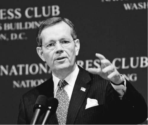 Former Utah governor Mike Leavitt speaks at the National Press Club in Washington, D.C. on December 19, 2007. Courtesy Leavitt Partners.