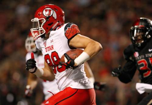 Utah tight end Harrison Handley carries against Fresno State during the first half of an NCAA college football game in Fresno, Calif., Saturday, Sept. 19, 2015. (AP Photo/Gary Kazanjian)
