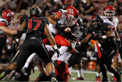Utah running back Devontae Booker (23) carries against Fresno State during the first half of an NCAA college football game in Fresno, Calif., Saturday, Sept. 19, 2015. (AP Photo/Gary Kazanjian)