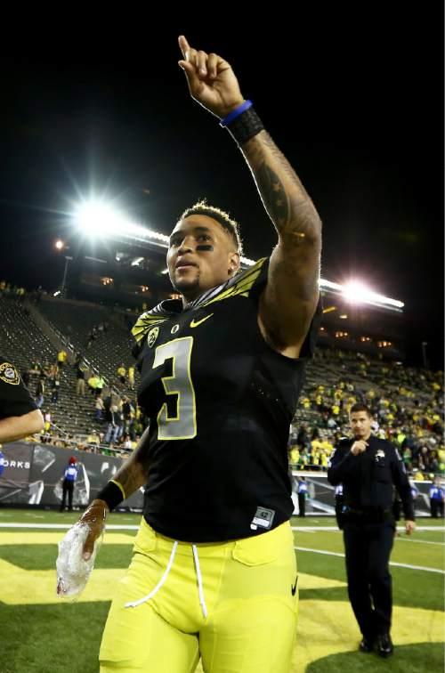 FILE - In this Sept. 5, 2015, file photo, Oregon quarterback Vernon Adams Jr. points to the crowd as he walks off the field with his hand wrapped after an NCAA college football game against Eastern Washington in Eugene, Ore.  Adams confirmed that he has a broken finger and says it's a game-time decision whether he'll start on Saturday against Georgia State. Vernon told reporters on Wednesday that he broke his finger in the season opener and it was bothering him in the Ducks' 31-28 loss at  Michigan State last weekend. (AP Photo/Ryan Kang, File)