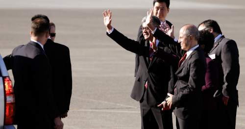 Dignitaries, including former U.S. Ambassador to China Gary Locke, center left, wave at Chinese President Xi Jinping as he departs Boeing Field after his arrival Tuesday, Sept. 22, 2015, in Everett, Wash. Xi is spending three days in Seattle before traveling to Washington, D.C., for a White House state dinner on Friday. (AP Photo/Elaine Thompson)