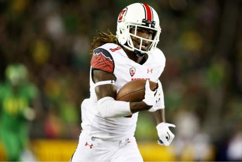 Utah defensive back Boobie Hobbs (1) runs back a punt for a touchdown during the second half of an NCAA college football game against Oregon, Saturday, Sept. 26, 2015, in Eugene, Ore. (AP Photo/Ryan Kang)