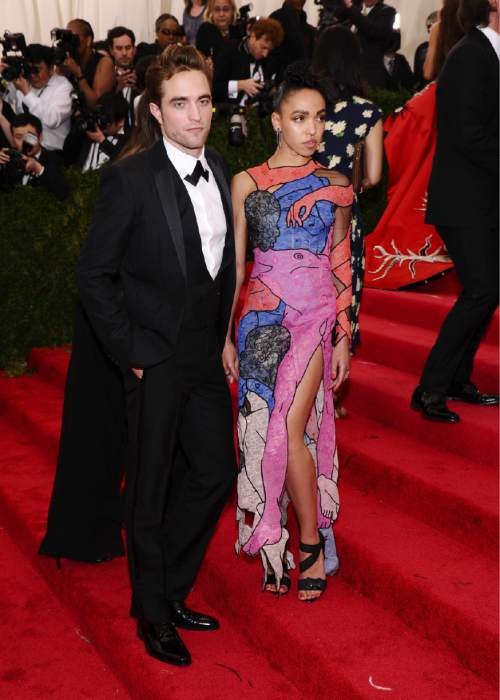 """Robert Pattinson, left, and FKA twigs arrive at The Metropolitan Museum of Art's Costume Institute benefit gala celebrating """"China: Through the Looking Glass"""" on Monday, May 4, 2015, in New York. (Photo by Charles Sykes/Invision/AP)"""