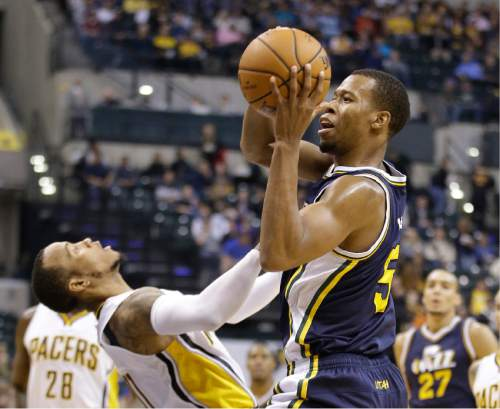 Utah Jazz's Rodney Hood (5) goes to the basket against Indiana Pacers' Monta Ellis (11) during the second half of an NBA basketball game Saturday, Oct. 31, 2015, in Indianapolis. The Jazz won the game 97-76. (AP Photo/Darron Cummings)