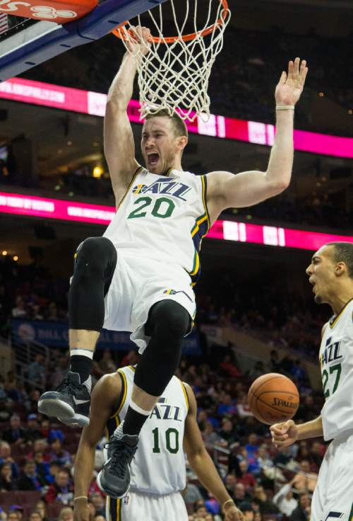 Utah Jazz guard Gordon Hayward (20) dunks the ball in the second half of an NBA basketball game against the Philadelphia 76ers, Friday, Oct. 30, 2015, in Philadelphia. The Utah Jazz won 99-71. (AP Photo/Laurence Kesterson)