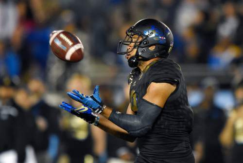 UCLA wide receiver Jordan Payton makes a catch during the first half of an NCAA college football game against Washington State, Saturday, Nov. 14, 2015, in Pasadena, Calif. (AP Photo/Mark J. Terrill)