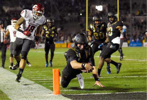 UCLA quarterback Josh Rosen, center, dives in for a touchdown as Washington State safety Shalom Luani, left, during the second half of an NCAA college football game, Saturday, Nov. 14, 2015, in Pasadena, Calif. Washington won 31-27. (AP Photo/Mark J. Terrill)