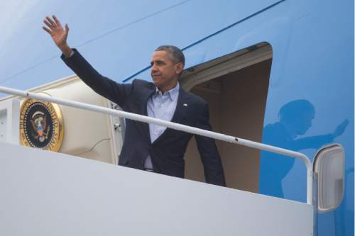 President Barack Obama boards Air Force One for a trip to the COP21 climate change conference in Paris, on Sunday, Nov. 29, 2015, in Andrews Air Force Base, Md. (AP Photo/Evan Vucci)