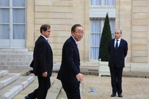 Secretary General of the United Nations Ban Ki-moon, center, leaves the Elysee Palace, after a meeting in Paris, Sunday, Nov. 29, 2015. More than 140 world leaders are gathering around Paris for high-stakes climate talks that start Monday, and activists are holding marches and protests around the world to urge them to reach a strong agreement to slow global warming. (AP Photo/Thibault Camus)