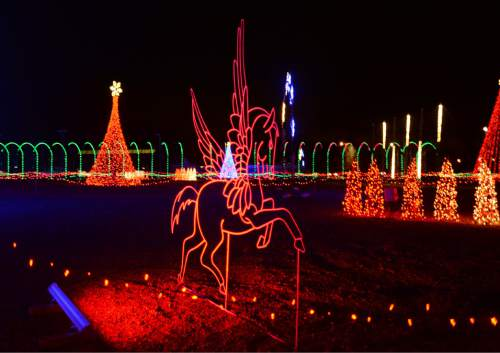 steve griffin the salt lake tribune patrons enjoy a mile long drive through - Long Christmas Lights