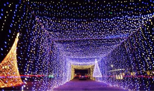 Christmas In Color.Video Nearly A Million Dancing Lights On Menu Of Drive Thru