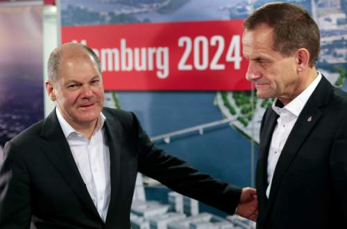 In this Nov. 29, 2015 photo Hamburg mayor Olaf Scholz, left, and Alfons Hoermann, president of the German Olympic committee, arrive for a press statement in Hamburg, northern Germany, after people voted against the city running for hosting the 2014 Summer Olympics. (Axel Heimken/dpa via AP)