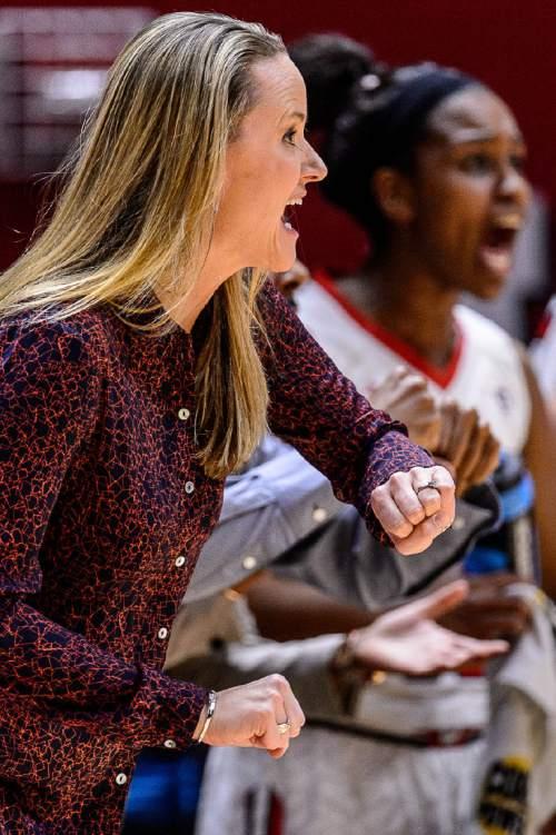Trent Nelson  |  The Salt Lake Tribune Utah coach Lynne Roberts yells to her team as the University of Utah hosts Washington State, NCAA women's basketball at the Huntsman Center, Saturday January 2, 2016.