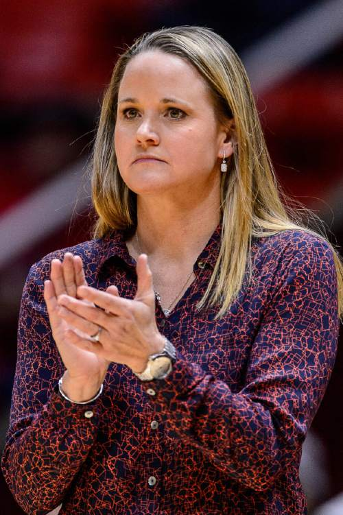 Trent Nelson  |  The Salt Lake Tribune Utah coach Lynne Roberts applauds her team's effort in the fourth quarter as the University of Utah hosts Washington State, NCAA women's basketball at the Huntsman Center, Saturday January 2, 2016.