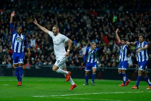 Real Madrid's Karim Benzema, second left, celebrates after scoring the opening goal against Deportivo Coruna during a Spanish La Liga soccer match between Real Madrid and Deportivo Coruna at the Santiago Bernabeu stadium in Madrid, Saturday, Jan. 9, 2016. (AP Photo/Francisco Seco)