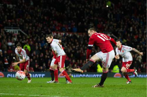 Manchester United's Wayne Rooney scores a penalty during the English FA Cup third round soccer match between Manchester United and Sheffield United at Old Trafford Stadium, Manchester, England, Saturday Jan. 9, 2016. (AP Photo/Jon Super)