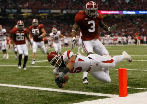 Chris Detrick | The Salt Lake Tribune  Utah wide receiver Brent Casteel (5) dives into the endzone past Alabama cornerback Kareem Jackson (3) to score the first touchdown of the game as the Utes face Alabama in the 75th Anniversary Sugar Bowl in New Orleans, Louisiana, Friday, January 2, 2008.