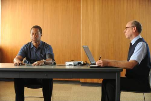 Cuba Gooding, Jr. stars as O.J. Simpson, Joseph Buttler plays the polygraph examiner in ìThe People V. O.J. Simpson: American Crime Story.î Ray Mickshaw     FX