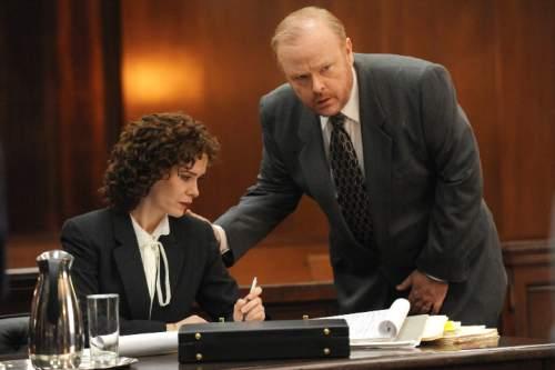 Sarah Paulson as Marcia Clark, Christian Clemenson as Bill Hodgman in ìThe People V. O.J. Simpson: American Crime Story.î Ray Mickshaw     FX