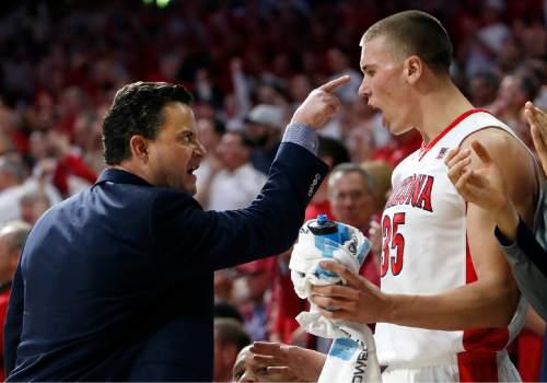 Arizona coach Sean Miller, left, talks to Kaleb Tarczewski during the first half of an NCAA college basketball game against Oregon, Thursday, Jan. 28, 2016, in Tucson, Ariz. (AP Photo/Rick Scuteri)