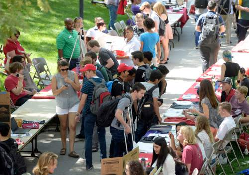 """Al Hartmann     The Salt Lake Tribune Students at the University of Utah gather in the """"free speech zone"""" near the Olpin Union Building on the first day of fall 2015 classes."""