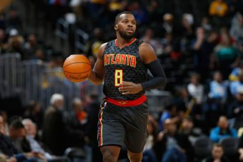 Atlanta Hawks guard Shelvin Mack (8) in the second half of an NBA basketball game Monday, Jan. 25, 2016, in Denver. The Hawks won 119-105. (AP Photo/David Zalubowski)