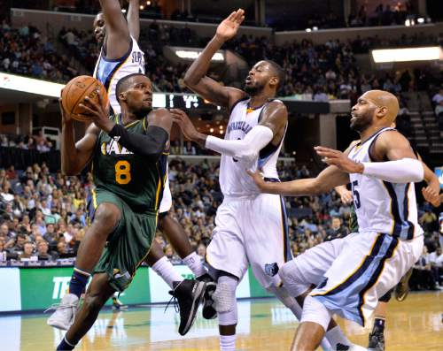 Utah Jazz guard Shelvin Mack (8) looks to pass against Memphis Grizzlies forward Lance Stephenson, forward JaMychal Green and guard Vince Carter, from left, during the second half of an NBA basketball game Friday, March 4, 2016, in Memphis, Tenn. (AP Photo/Brandon Dill)