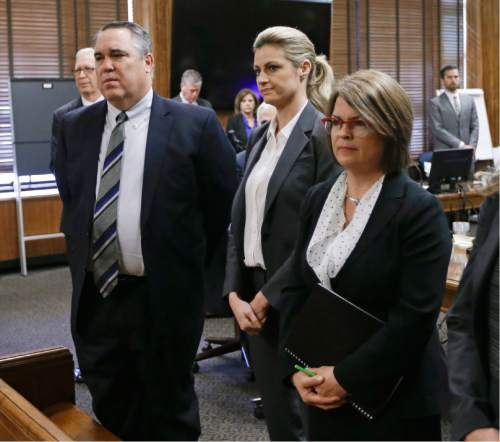 Sportscaster and television host Erin Andrews, center, stands with attorney Scott Carr, left, as the jury enters the courtroom Monday, March 7, 2016, in Nashville, Tenn. Andrews' $75 million lawsuit against the franchise owner and manager of a luxury hotel and a man who admitted to making secret nude recordings of her in 2008 was turned over to the jury Monday. (AP Photo/Mark Humphrey, Pool)