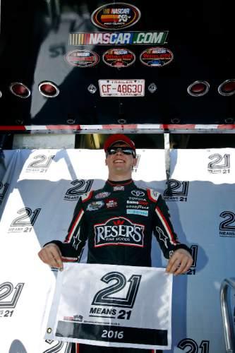 Nascar Pole Position >> Nascar Everybody Chasing Kevin Harvick At Phoenix The