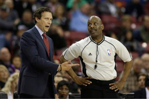 Utah Jazz head coach Quin Snyder questions official Derek Richardson about a foul call during the second half of an NBA basketball game against the Sacramento Kings, Sunday, March 13, 2016, in Sacramento, Calif. The Jazz won 108-99.(AP Photo/Rich Pedroncelli)